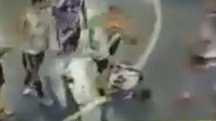 Em final de futsal amador, jogador pisa na cabeça de rival que estava caído