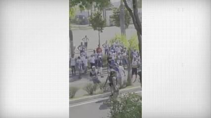 Integrantes de organizadas invadem a Toca da Raposa durante treino do Cruzeiro