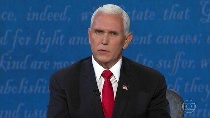 Mosca no cabelo de Mike Pence rouba a cena durante debate nos EUA
