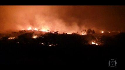 Bombeiros e brigadistas têm dificuldade para combater incêndio na Chapada Diamantina, BA