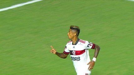 Gol do Flamengo! Bruno Henrique recebe lançamento de Thiago Maia, dribla Fernando Miguel e chuta, aos 24 do 2ºT