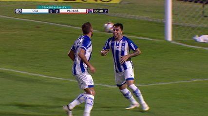 Andrigo se livrar do zagueiro e marca o primeiro gol com a camisa do CSA