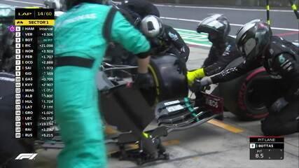 Valteri Bottas faz pit stop