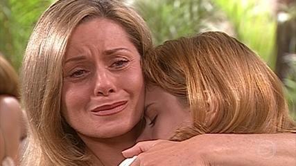 Helena tem certeza que Camila está apaixonada por Edu e fica insegura