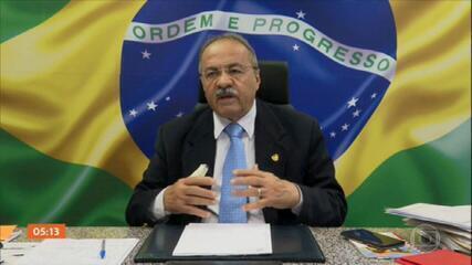 Chico Rodrigues, vice-líder do governo Bolsonaro no Senado, carregava dinheiro na cueca