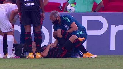 Everton Ribeiro se machuca e é substituído, aos 43 do 2ºT
