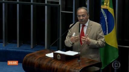 Senador Chico Rodrigues, flagrado com dinheiro na cueca, é afastado por 90 dias