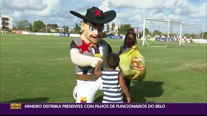 Volante Mineiro, do Botafogo-PB, distribui presentes para filhos de funcionários do clube