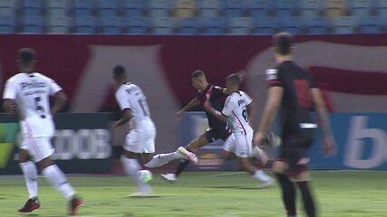 Os gols de Atlético-GO 1x1 Athletico, pela 17ª rodada do Brasileirão