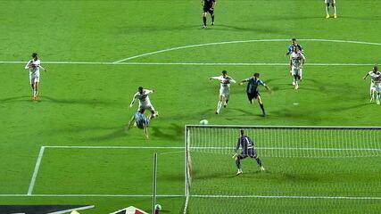 Polêmicas no Morumbi: Grêmio pede pênalti em duas oportunidades contra o São Paulo