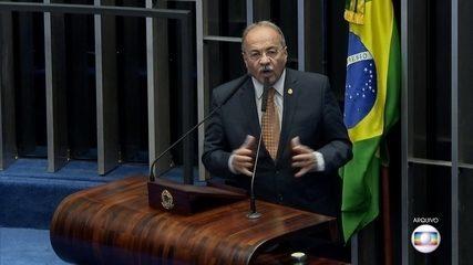 O senador Chico Rodrigues, flagrado com dinheiro na cueca, se licenciou do cargo