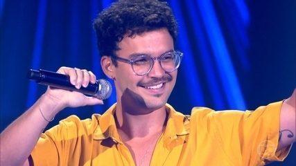 """Filipe Toca canta """"Deixa"""""""