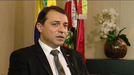Tribunal aceita denúncia e afasta governador de SC por até 120 dias