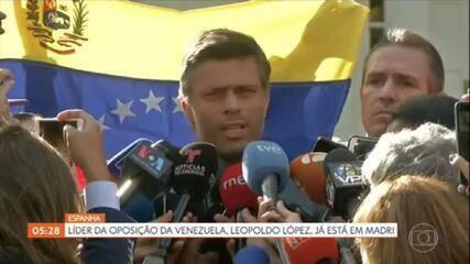 Líder da oposição Venezuela, Leopoldo Lopes, chega à Espanha