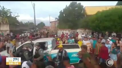Polícia interrompe evento de manobras em moto e prende duas pessoas