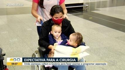 Siamesas da Bahia retornam a Goiás para exames e já devem ficar para cirurgia de separação