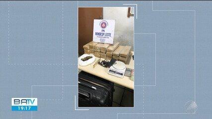 Polícia prende homem com 20 Kg de maconha, balança e revólver em Feira de Santana