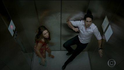 Beto e Tancinha ficam presos no elevador