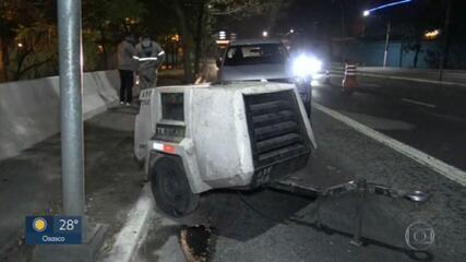 Justiça solta motociclista em alta velocidade que atropelou e matou dois operários