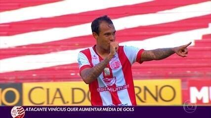 Atacante Vinícius quer aumentar média de gols no Náutico