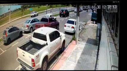 Vídeo mostra momento da explosão em carro, em Vitória; motorista morreu