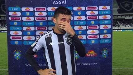 Victor Luis fala do pênalti perdido e assume, emocionado, responsabilidade do empate do Botafogo com o Ceará
