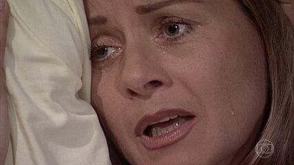 Helena sofre por Edu