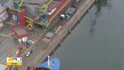 Quatro pessoas morrem em acidente com carro que caiu na Baía de Guanabara