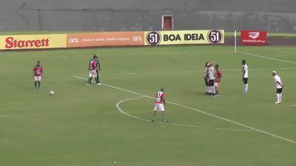 Técnico da Portuguesa Londrinense vai à loucura após gol da vitória pela Terceirona