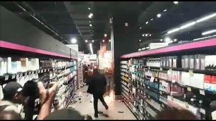 Vídeo mostra pequeno incêndio no Carrefour de São Paulo; supermercado foi interditado