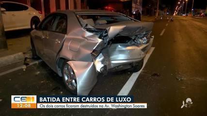 Dois carros de luxo ficam destruídos após acidente na Sapiranga