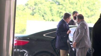 O presidente Bolsonaro recebeu, em Brasília, o corregedor-geral de justiça do Rio
