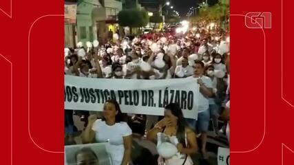 Manifestantes pedem justiça pelo dentista morto após ser agredido em Jaguaruana, no Ceará