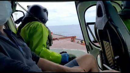 Equipe do Notaer resgatou tripulante ferido em navio no litoral do ES