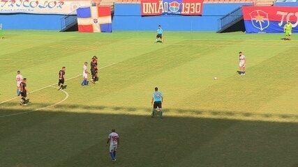 Marco Goiano marca de falta em dois jogos seguidos; vídeos