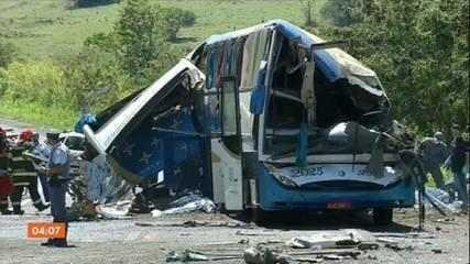 Vítimas do grave acidente entre caminhão e ônibus no interior de SP são veladas