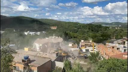 Vídeo registra momentos finais de demolição do prédio que tombou em Betim, na Grande BH