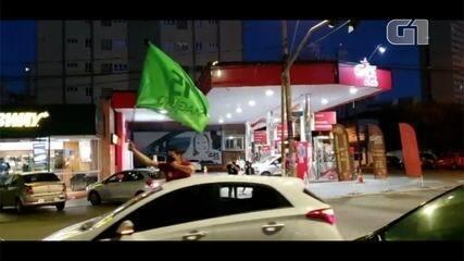 Carreata sai às ruas de Goiânia em comemoração a eleição de Maguito Vilela, do MDB