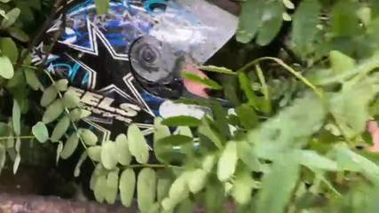 Vídeo mostra motoboy pedindo socorro após queda de árvore em meio à chuva forte em SP