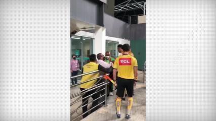 Diretor do América-MG fica furioso e xinga árbitro após derrota para o Cruzeiro