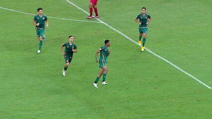 Gol do Fluminense! Nenê cobra escanteio, Marcos Paulo domina, gira e bate para marcar, aos 27 do 2º tempo