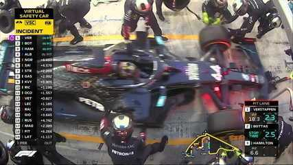 Vestappen, Bottas e Hamilton trocam pneus