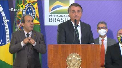 Pandemia de Covid-19 é 'algo que nos aflige há meses', diz Jair Bolsonaro