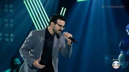 Douglas Ramalho canta 'Say You Won't Let Go'