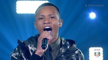 Victor Alves canta 'Diamonds'