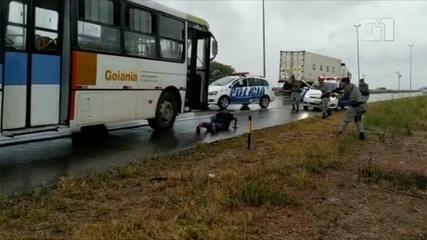 PMs conseguem parar ônibus do transporte coletivo furtado em Goiânia