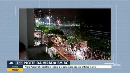 Praia Central, em Balneário Camboriú, registra locais de aglomeração no réveillon