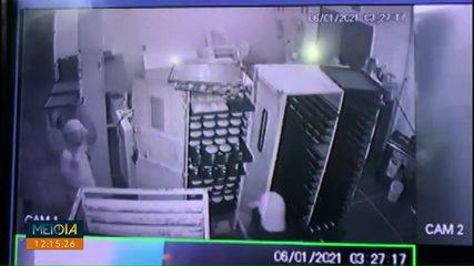 Câmera registra assalto em padaria de São Miguel do Iguaçu