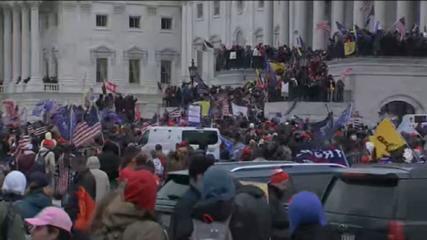 Manifestantes a favor de Trump cercam congresso americano