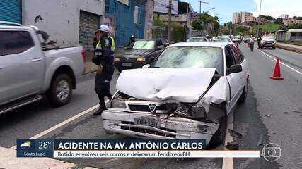 Batida entre seis carros deixou um ferido na Avenida Antônio Carlos, em Belo Horizonte